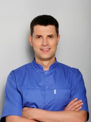Dr Marcin Świder