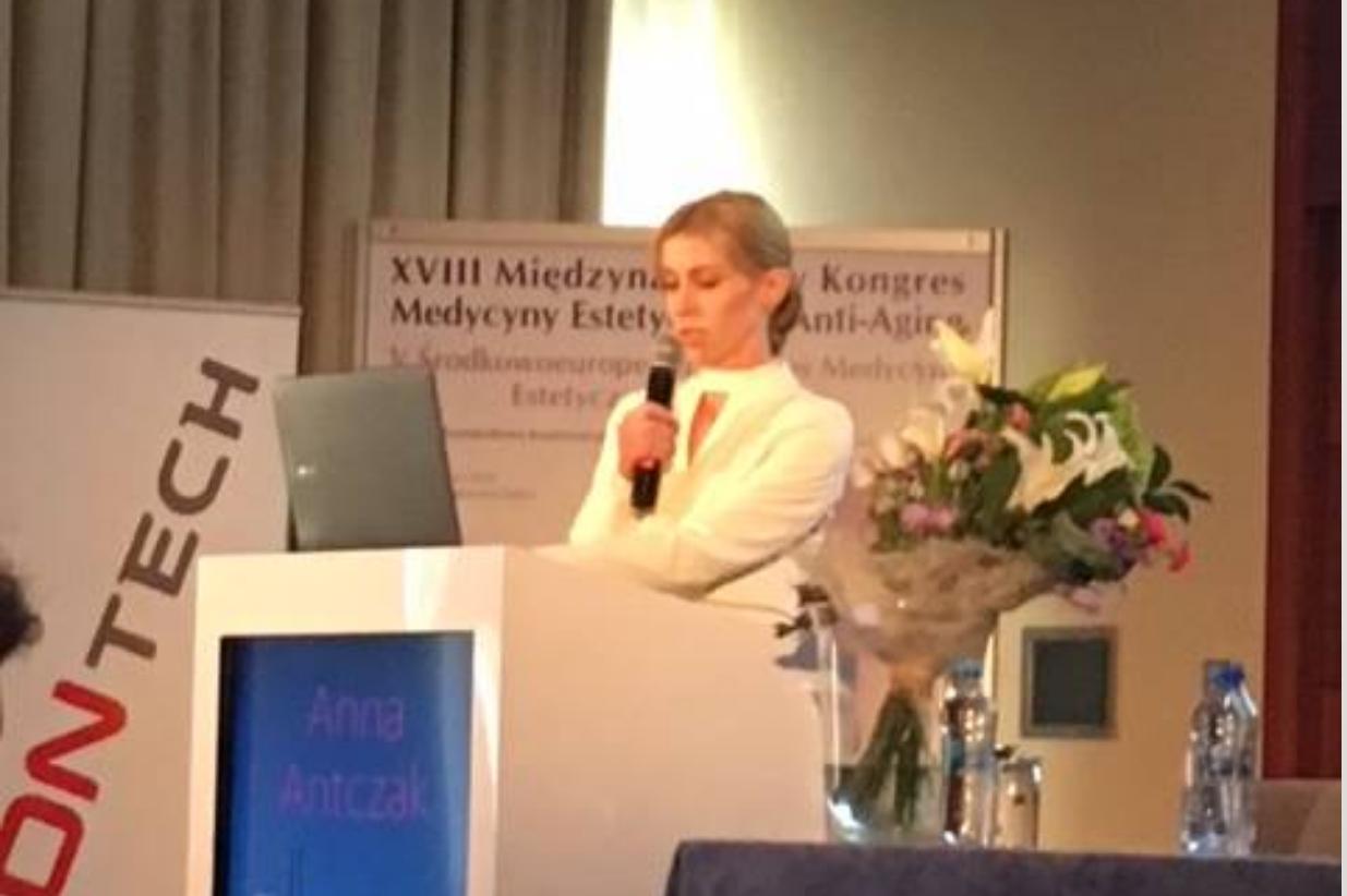 Dr Anna Antczak podczas XVIII Międzynarodowego Kongresu Medycyny Estetycznej i Anti-Aging PTMEiAA